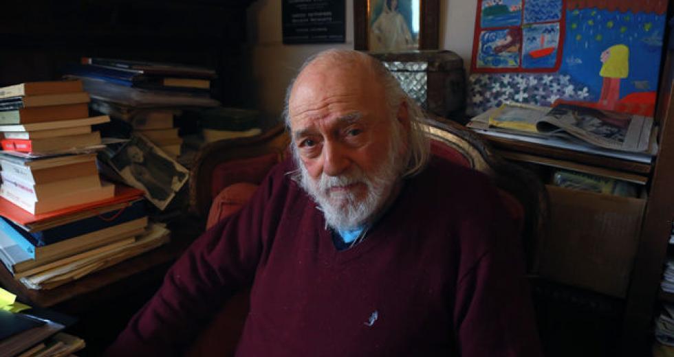 Ο Νάνος Βαλαωρίτης «έφυγε»: ένα αντίο στον κορυφαίο ποιητή