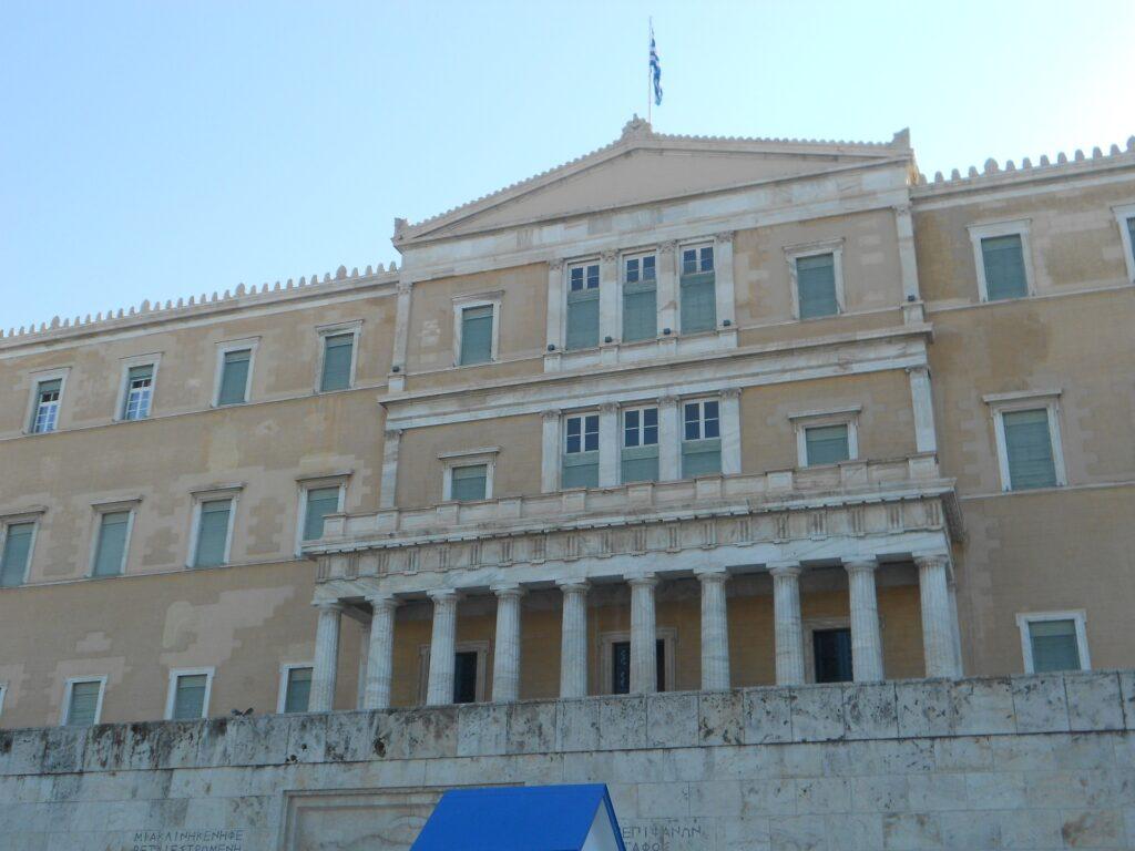 Διάλυση της Βουλής και Σύνταγμα