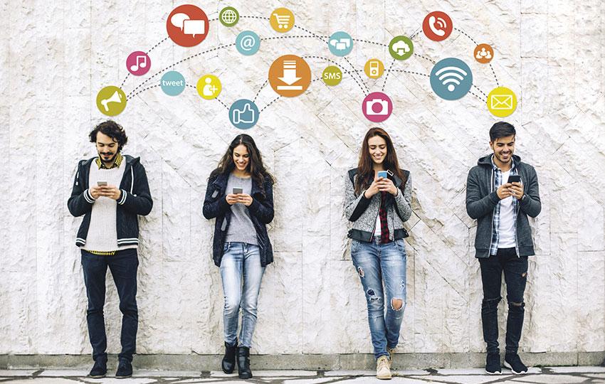 Γιατί οι νέοι εκτίθενται ανεπανόρθωτα στα social;