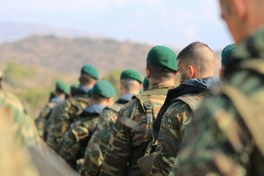 Στρατός: Εμπειρία ζωής ή χάσιμο χρόνου;