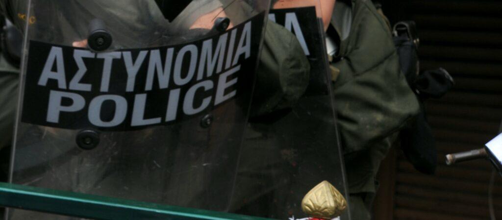 Η επίθεση του αστυνομικού στην ΑΣΟΕΕ και οι δηλώσεις κυβέρνησης-αντιπολίτευσης