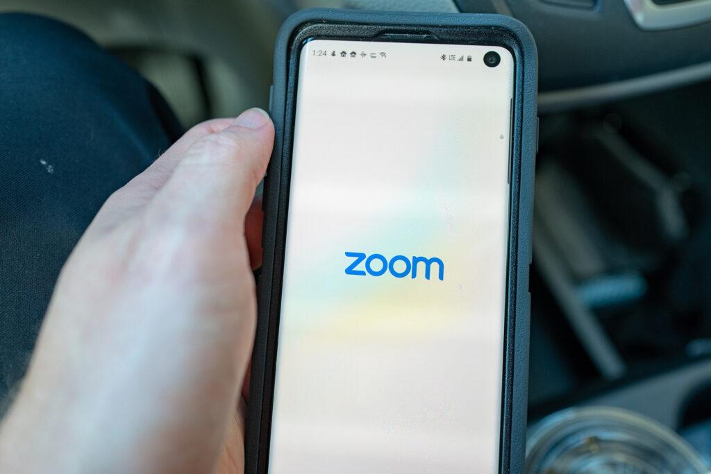 Γίνεται να αυξηθεί η τιμή μιας μετοχής λόγω συνωνυμίας; Zoom vs Zoom technologies