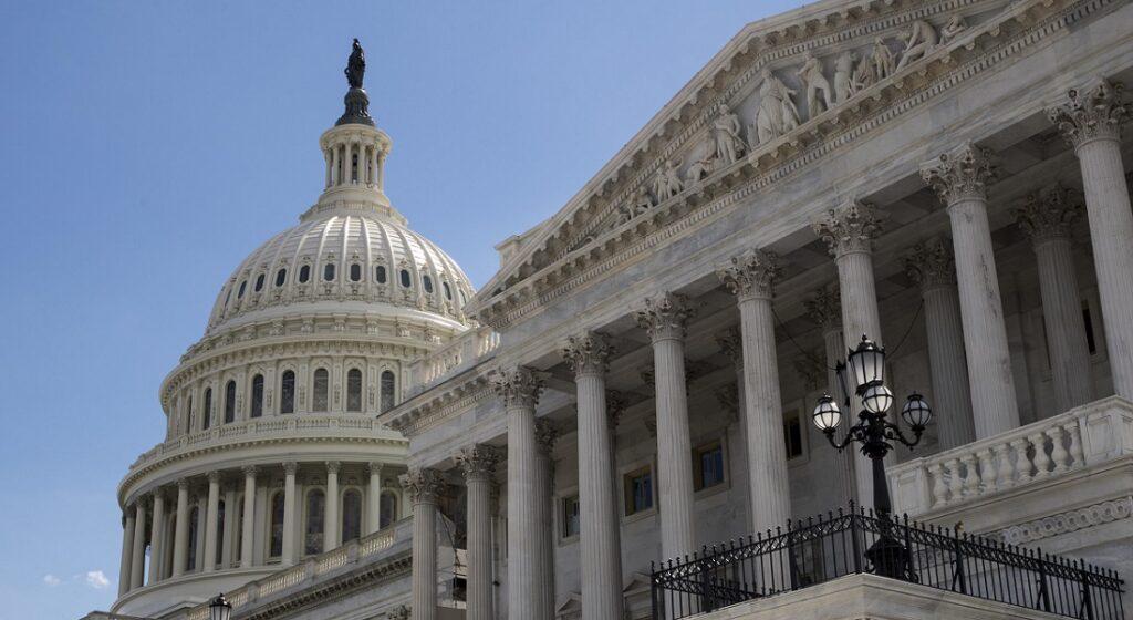 Το αλληλένδετο των πολιτειακών οργάνων: η παρέκταση στις εκλογές