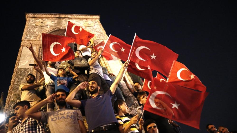 Ισόβια κάθειρξη για 121 εμπλεκομένους στο πραξικόπημα της Τουρκίας το 2016