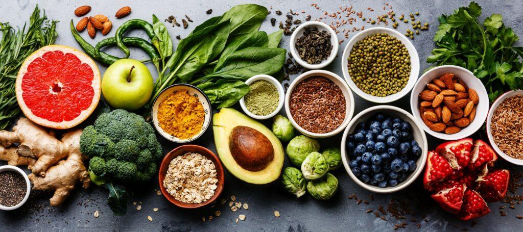 10 Υπερτροφές για την ενίσχυση του ανοσοποιητικού και πώς να τις εντάξετε στη διατροφή σας