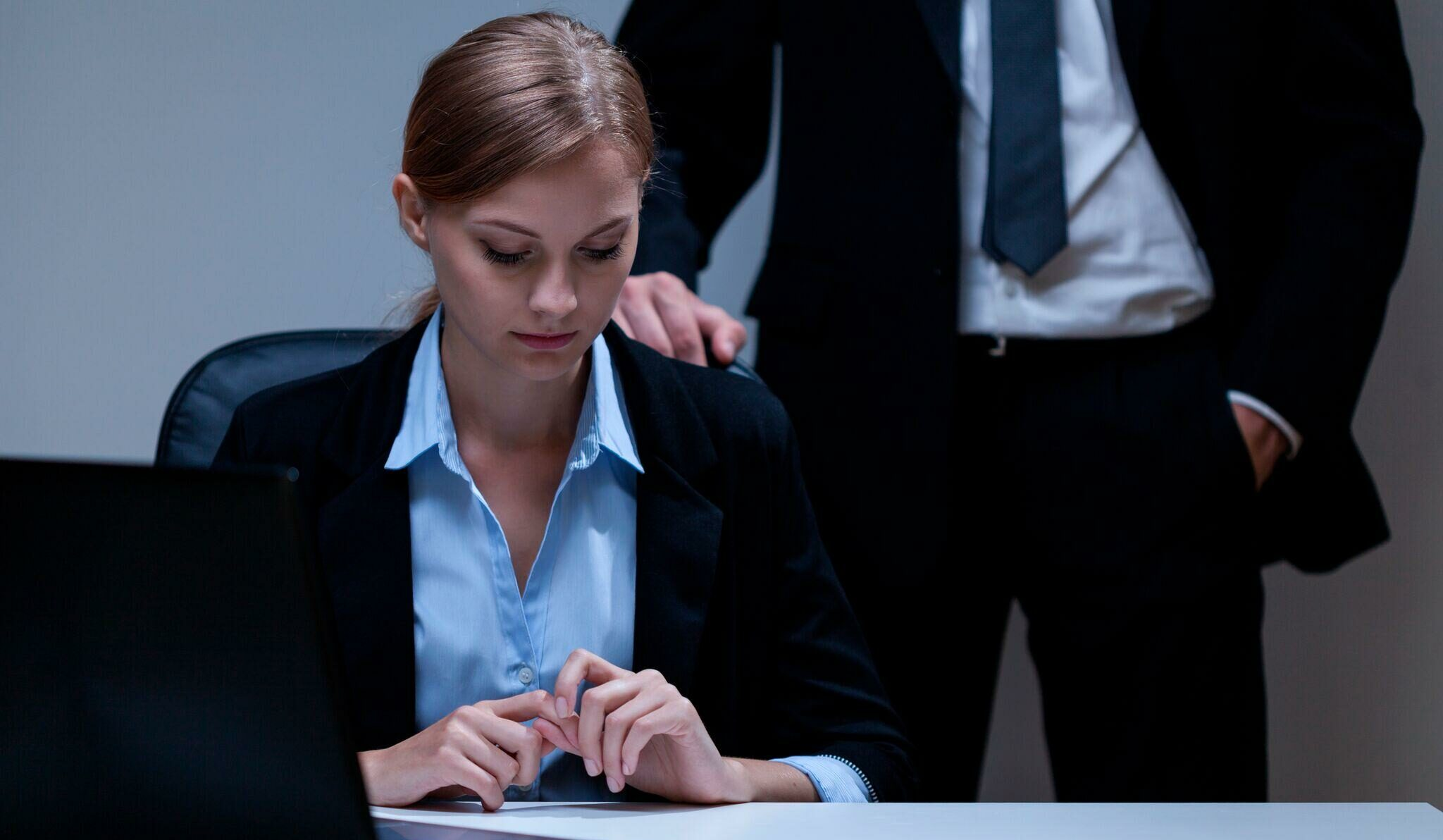 Σεξουαλική παρενόχληση στον εργασιακό χώρο: Ποια η θέση της γυναίκας;    offlinepost